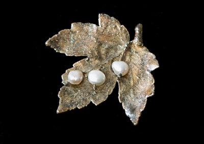 Galvanoplastika - brož s říčními perlami